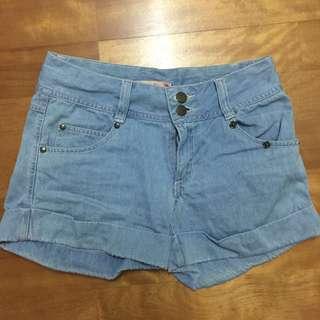 🚚 淺藍色牛仔短褲 #兩百元單寧