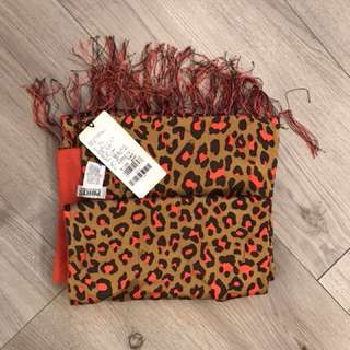Ports woman's scarf