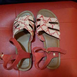 NEW UNBOXED Tom's boho sandals with textile trim