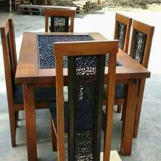 Dining set with crazy- weave rattan accent