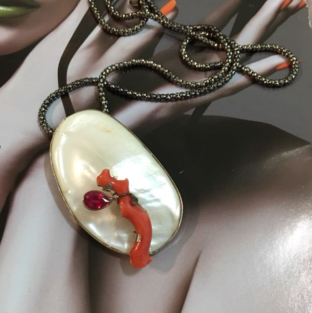 天然蚌蛽珊瑚紅寶石手創胸針長鍊兩用