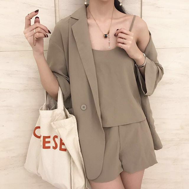 韓版西裝外套+吊帶小背心+高腰短褲三件套裝