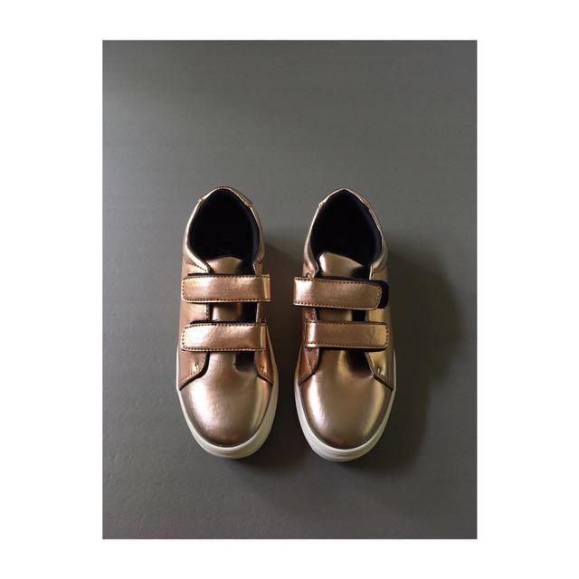古銅金 魔鬼氈球鞋