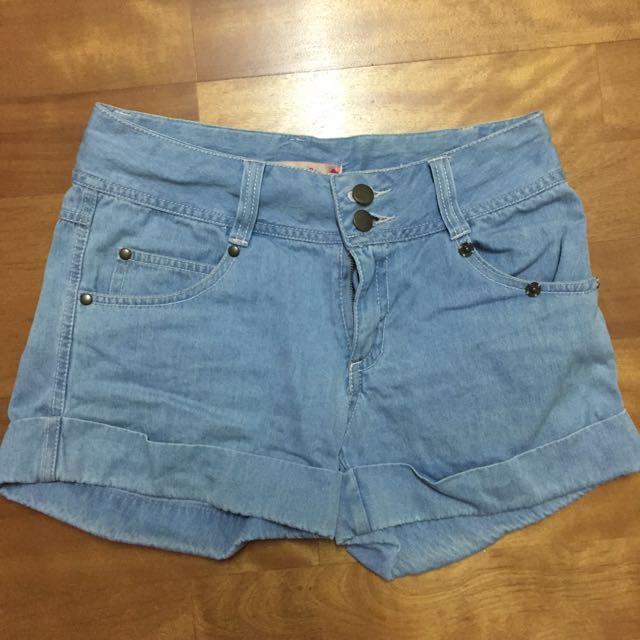 淺藍色牛仔短褲 #兩百元單寧