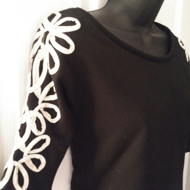 Black Cropped Sweater with White Flowers Size S