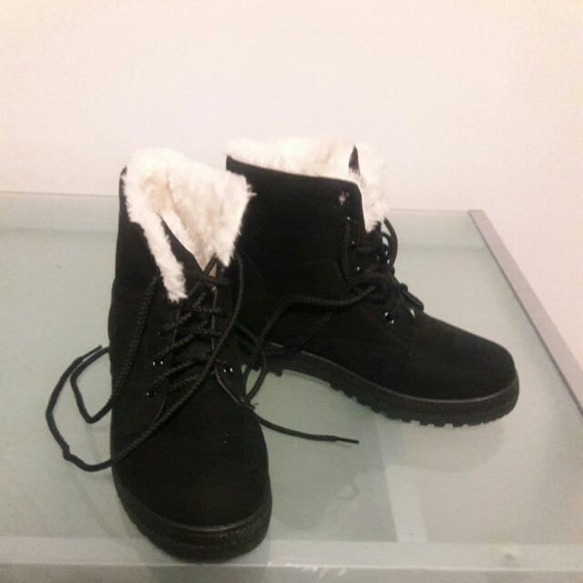 Brand new warm winter boots size 8