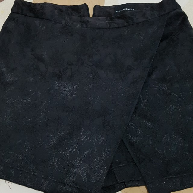 celana rok hitam executive size m