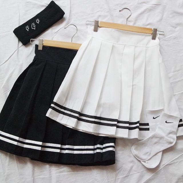 F21 black striped pleated skirt