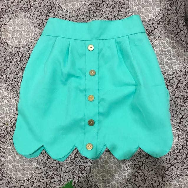 Green scallop skirt