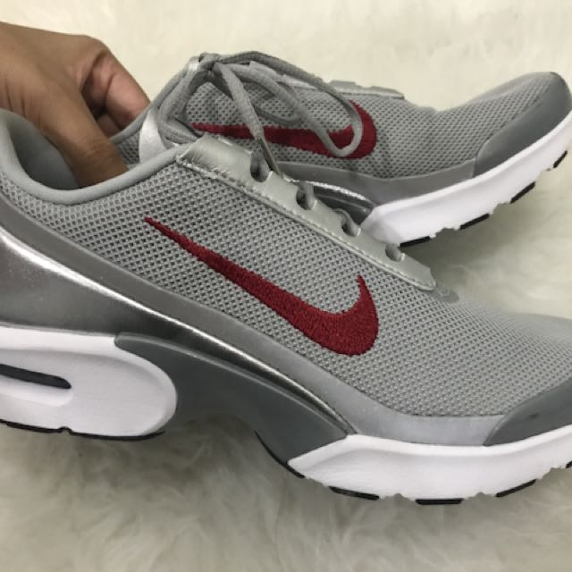385fbdaef2 NIKE AIR MAX JEWELL QS SILVER, Women's Fashion, Shoes on Carousell