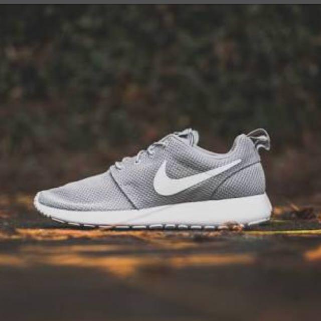 Nike roshe run wolf grey size 6 mens
