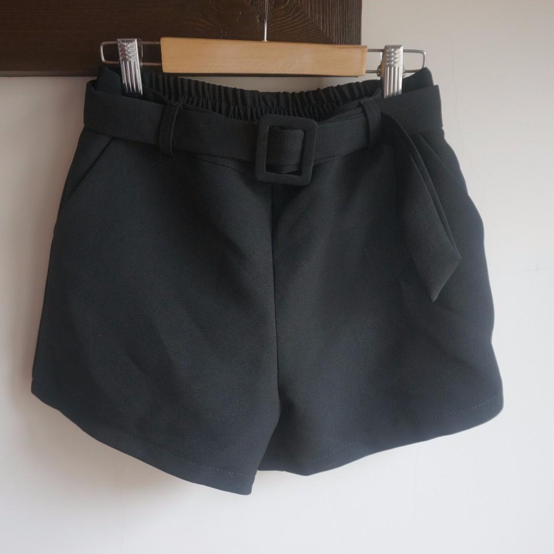 Queenshop 釦環皮帶造型西裝感短褲 鬆緊褲頭