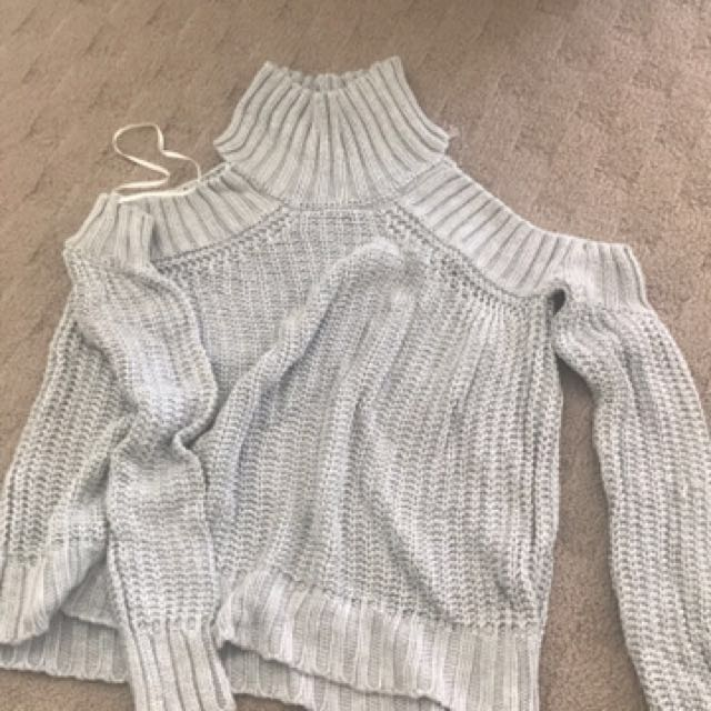 Size 10 Knitted Open Shoulders Top