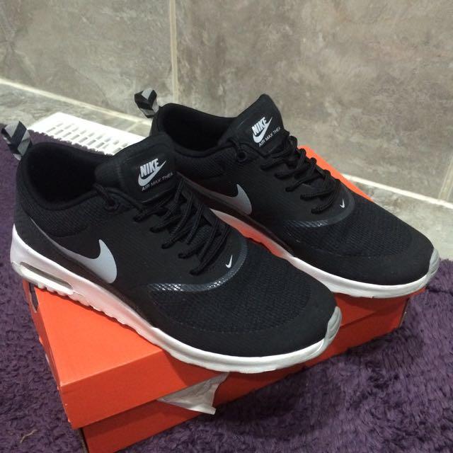 Size 6 Nike Black Thea