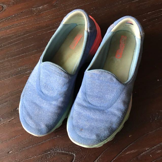 美國品牌Skechers 輕便舒適休閒鞋