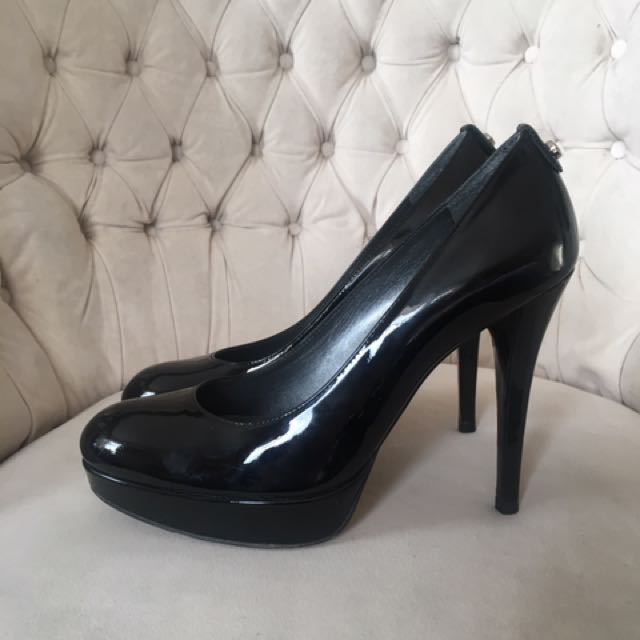 Stuart Weitzman 7M black patent leather