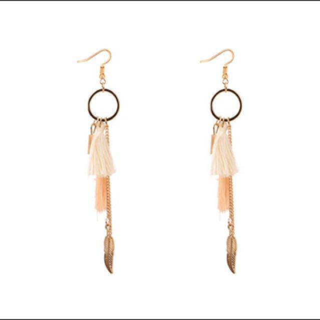 Tassel earrings (nude)