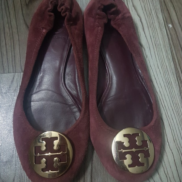 Pre-loved TORY BURCH Reva Ballet Flats Suede (Burgundy), Luxury, Apparel on  Carousell