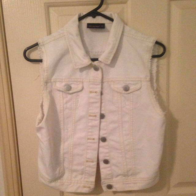 White denim crop vest