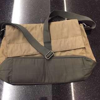 🚚 Levis Messenger Bag - 38x30x9cm - with slight defect