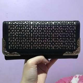 Huer Black Wallet