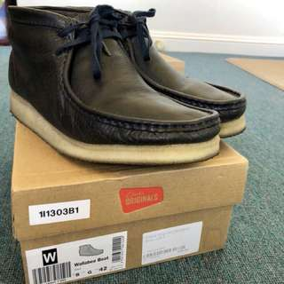 Clark's Wallabee boots SIZE 9