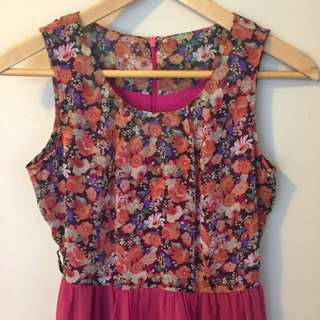 Floral chiffon dress size 8