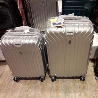 "cabin size Santa Barbara 20"" 8 wheels PC expandable hard case with TSAlock( anti theft zipper)"