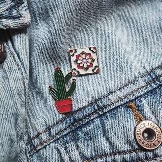 Flower pattern enamel pin