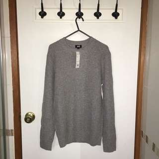 UNIQLO grey crew neck sweater