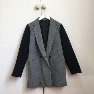 Warm black and white vintage winter coat! S6-8