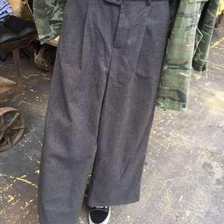 灰色毛料腰帶寬褲