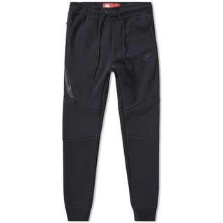 Nike tech-fleece joggers (Black)