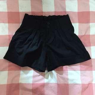 黑色西裝短褲