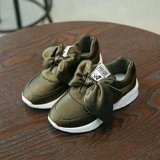 Kids size ribbon sneakers