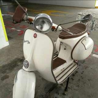 White vespa bike for sale
