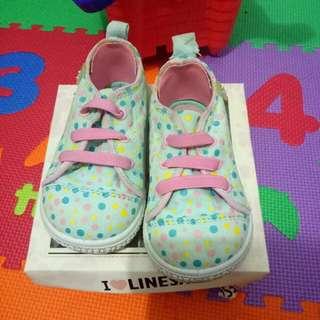 Sepatu anak sneakers polkadot