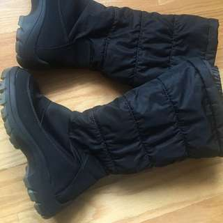 EUC Cougar Waterproof Snow Boots size 6, right for the season