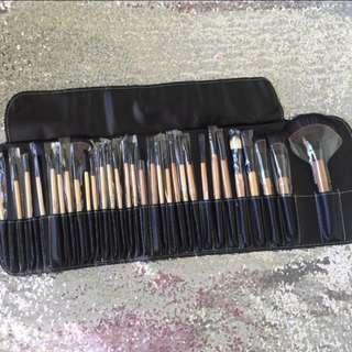 SALE!!! Bobbie brown makeup brush set 🌹