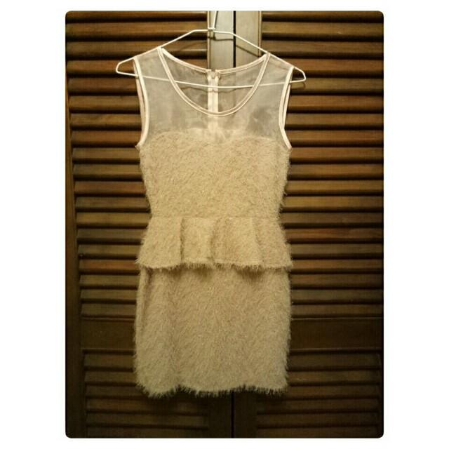 低調粉膚色毛毛洋裝