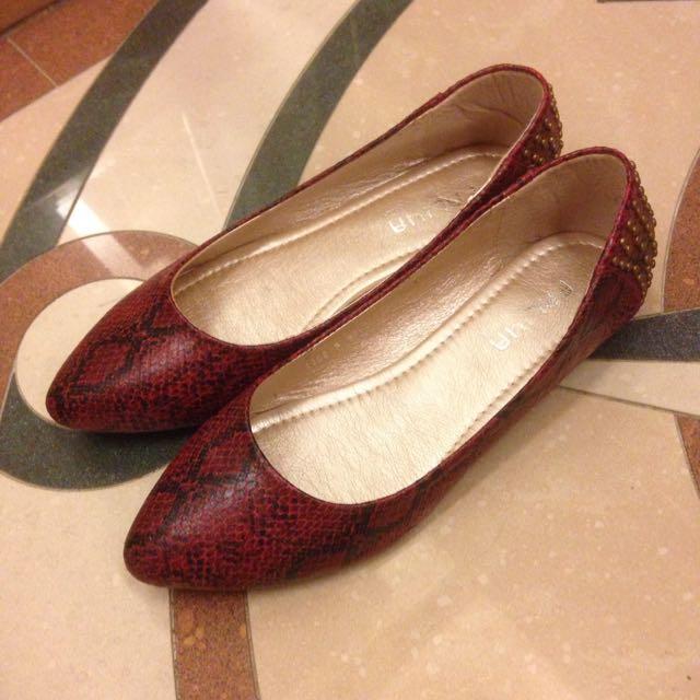 酒紅個性卯釘尖頭鞋 #五百元好女鞋