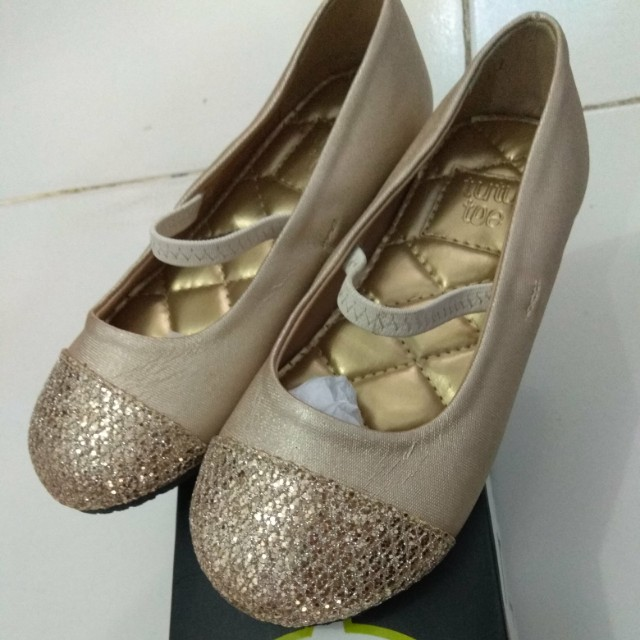 Gold shoes TutuToe