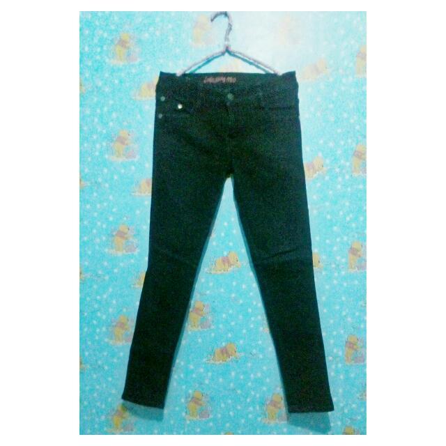 Jeans Logo Hitam
