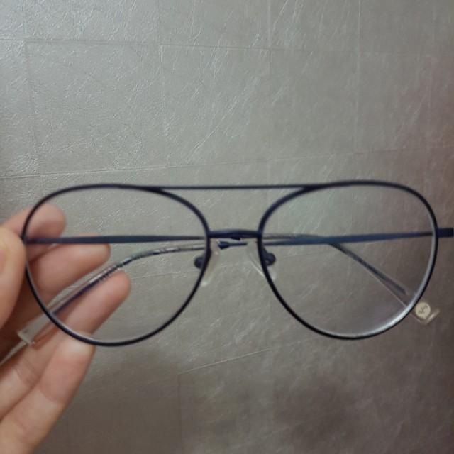 Kacamata Hello saturday