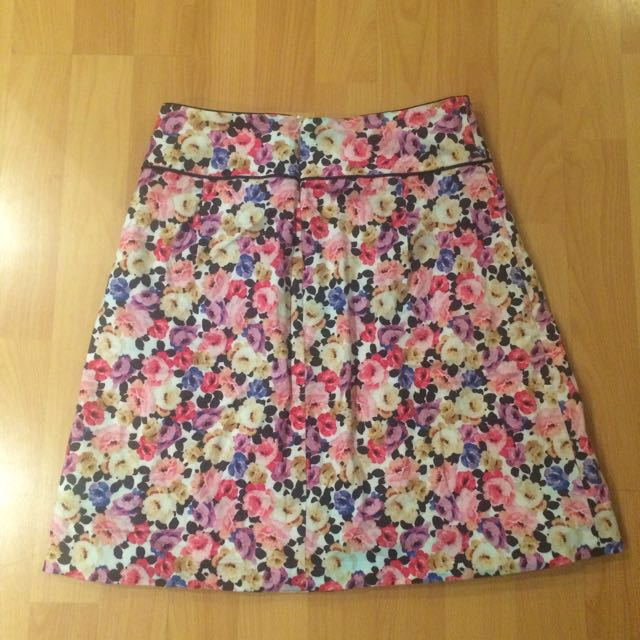 Review Floral Skirt