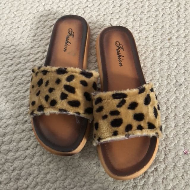 Slippers size 6.5