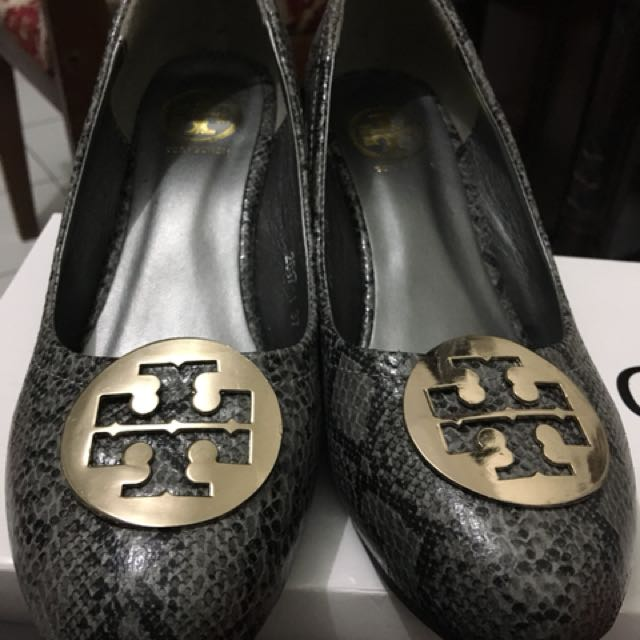 Tory burch wedges (not authentic)