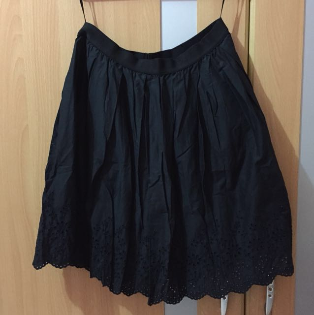 Uniqlo black eyelet skirt