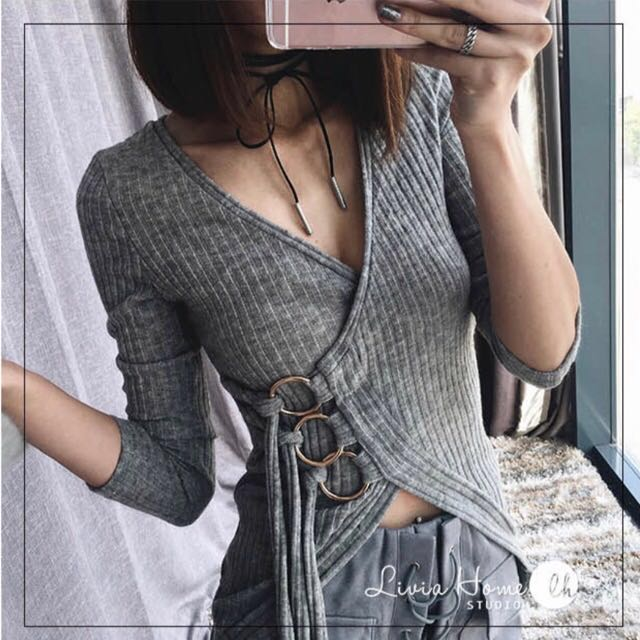 「全新•灰色」螺紋V领金屬圈側綁帶绑带長袖磨毛灰色針織上衣