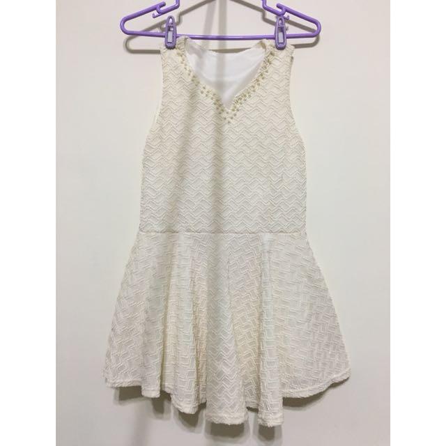 氣質女孩👧🏾珍珠領口小v領白洋裝